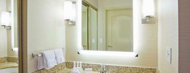 Homewood Suites is one of Lugares favoritos de Colin.