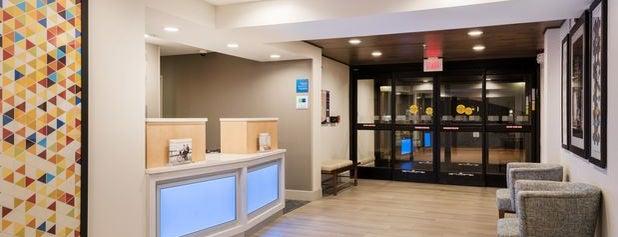 Holiday Inn Express Warrenton is one of สถานที่ที่ Bart ถูกใจ.
