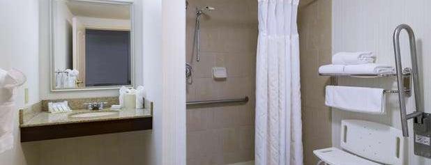Hilton Garden Inn is one of Posti che sono piaciuti a Cornelius.