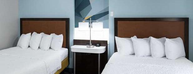 Hampton by Hilton is one of Lieux qui ont plu à Mariana.