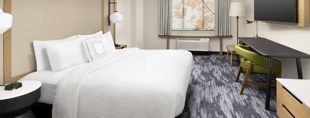 Fairfield Inn & Suites Baltimore BWI Airport is one of สถานที่ที่ Aljon ถูกใจ.