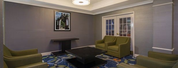 Holiday Inn Express & Suites Easton is one of สถานที่ที่ DaByrdman33 ถูกใจ.