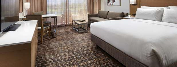 DoubleTree by Hilton Hotel Golf Resort Palm Springs is one of Locais curtidos por Holly.