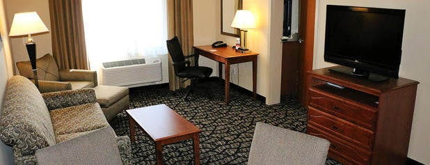 Holiday Inn Express & Suites Grand Junction is one of Kelsey 님이 좋아한 장소.