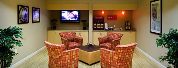 TownePlace Suites Huntsville is one of Lugares favoritos de Holly.