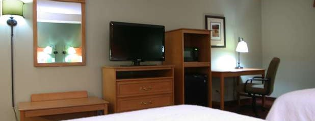 Hampton Inn is one of Posti che sono piaciuti a Aaron.