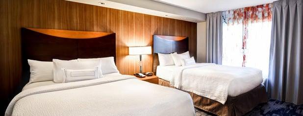 Fairfield Inn & Suites by Marriott is one of Lugares favoritos de John.