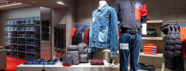 Calvin Klein Jeans is one of Shopping sotto la Mole.