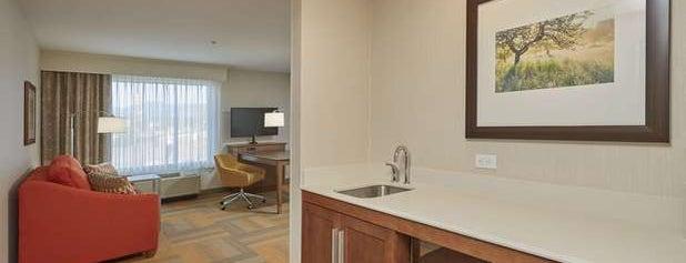Hampton Inn & Suites is one of Diana'nın Beğendiği Mekanlar.
