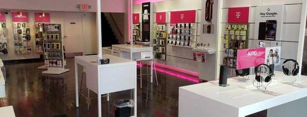 T-Mobile is one of Joeさんのお気に入りスポット.