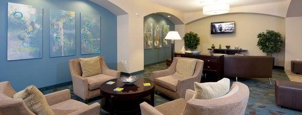 Candlewood Suites Greeley is one of Orte, die Hiroshi ♛ gefallen.