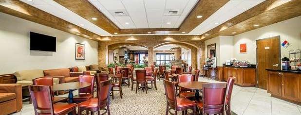 Comfort Inn & Suites is one of Orte, die Jennifer gefallen.
