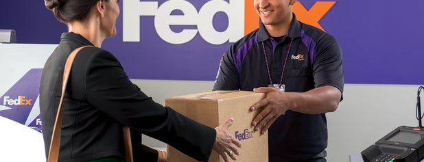 FedEx Office Ship Center is one of Gespeicherte Orte von Joey.