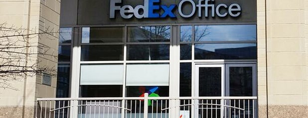FedEx Office Print & Ship Center is one of Adrianさんのお気に入りスポット.