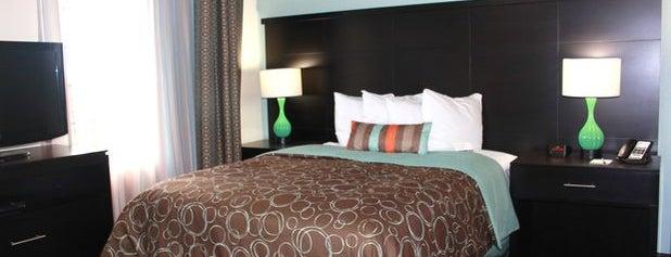 Staybridge Suites Houston Iah - Beltway 8 is one of Tempat yang Disukai Nydia.
