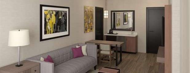 Embassy Suites by Hilton is one of สถานที่ที่ Ben ถูกใจ.