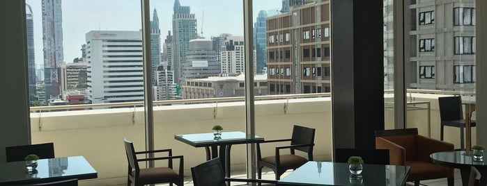 Executive Lounge Courtyard by Marriott Bangkok is one of Tempat yang Disukai John.
