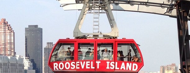 Roosevelt Island Tram (Roosevelt Island Station) is one of Lieux sauvegardés par Carlos.