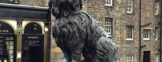 Greyfriars Bobby's Bar is one of Orte, die Evren gefallen.