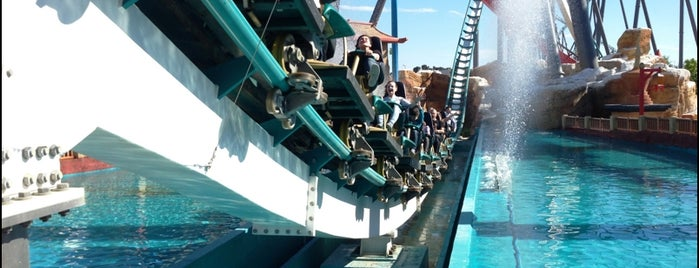 PortAventura World is one of Tempat yang Disukai Mickael.
