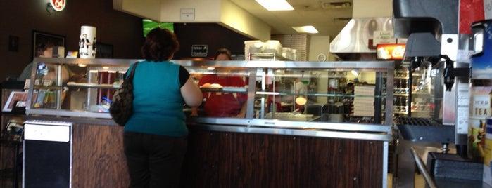 Joe's Pizza Pasta and Subs is one of Kouros'un Kaydettiği Mekanlar.