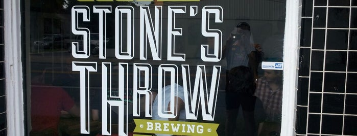 Stone's Throw Brewing is one of Orte, die Jeff gefallen.