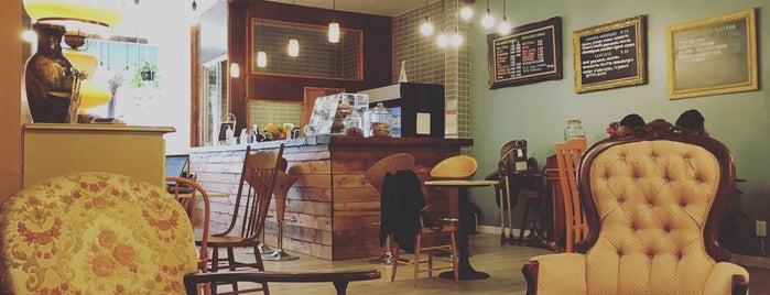 Café Chatô is one of Lieux qui ont plu à Bérenger.