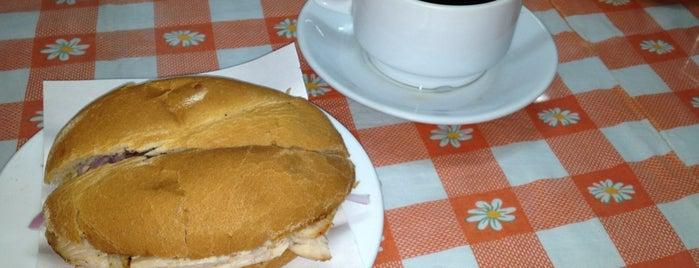 Pastelería y Panadería Huérfanos is one of Lugares favoritos de Lizeth.