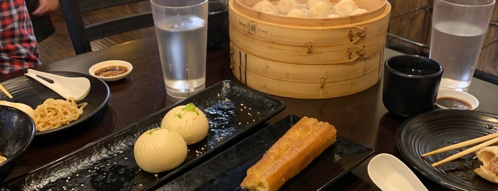 Dough Zone Dumpling House is one of stewさんのお気に入りスポット.