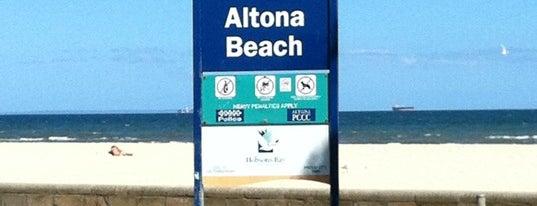 Altona Beach is one of Orte, die El Greco Jakob gefallen.
