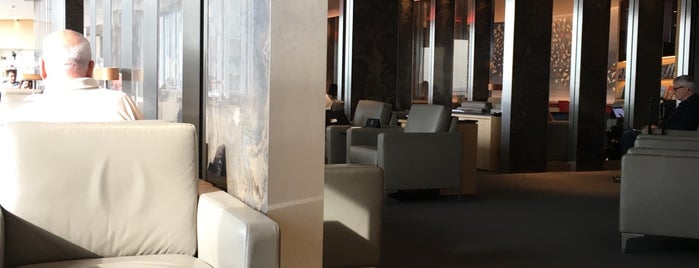 Air Canada Maple Leaf Lounge is one of Posti che sono piaciuti a Mete.