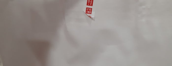 Uniqlo ユニクロ is one of Philippines! My TRN's going!!!.