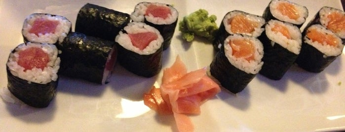 Mizu Japanese Steak House And Sushi is one of Lieux qui ont plu à Alberto J S.