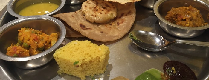 Suruchi Restaurant is one of Locais curtidos por Sezel.