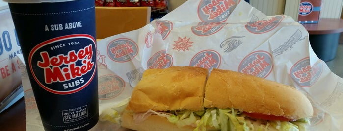 Jersey Mike's Subs is one of Liz'in Beğendiği Mekanlar.