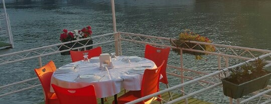Arsuz Sahil Sefa Restaurant is one of Posti che sono piaciuti a Nur.