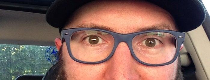 America's Best Contacts & Eyeglasses is one of Orte, die Aaron gefallen.