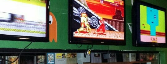 Maverick Sport Bar is one of Orte, die Elis gefallen.