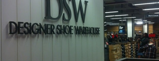 DSW Designer Shoe Warehouse is one of Tempat yang Disimpan Lina.