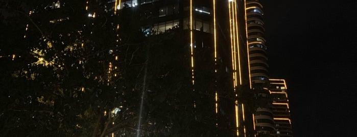 Rockwell Center is one of Orte, die Joyce gefallen.