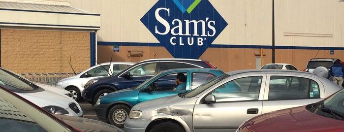 Sam's Club is one of Orte, die Carlos gefallen.