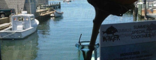 Fishmonger Cafe is one of Lauren : понравившиеся места.