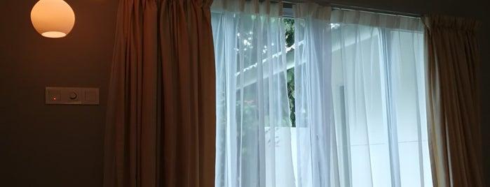 La Pari Pari Resort is one of สถานที่ที่ Adrian ถูกใจ.