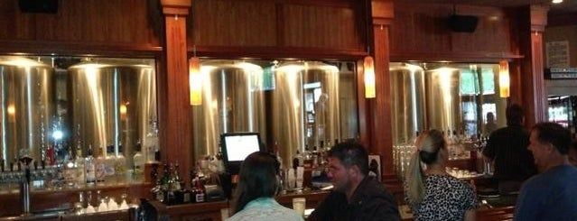 Mahogany Ridge Brewery And Grill is one of Lugares favoritos de Andrea.