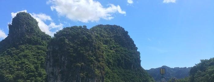 Ha Long Bay is one of Posti che sono piaciuti a Matthew.