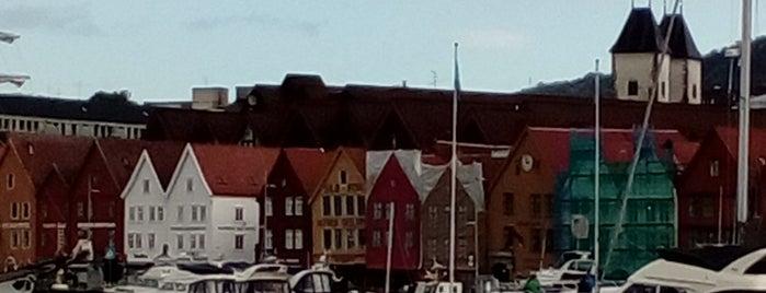 Bryggen is one of Orte, die Алла gefallen.