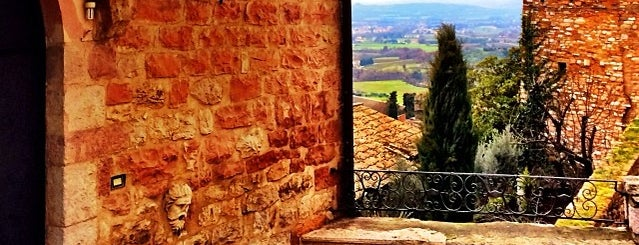 Assisi is one of Italia.