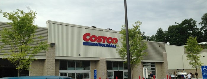 Costco is one of Locais curtidos por Jimmy.