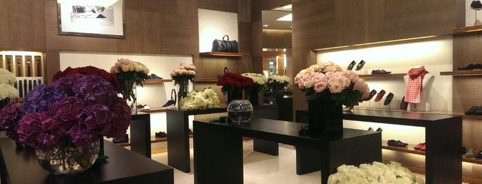 Louis Vuitton is one of S'da'ın Beğendiği Mekanlar.