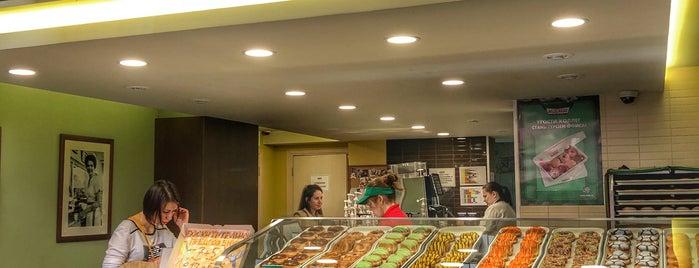 Krispy Kreme is one of Orte, die Людмила gefallen.